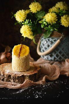 Patas de Veado. Um bolo da minha infância que me traz memórias tão felizes. Faz-me lembrar das minhas idas ao mercado da vila, em crianç...
