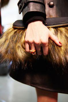 kate spade new york fall 2015 Hand Baggage, Baggage Claim, Fashion Handbags, Purses And Handbags, Fashion Bags, Beautiful Handbags, Beautiful Bags, Fab Bag, Fashion Week 2015