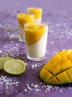 Recette de Panna cotta mangue citron vert Gourmet Desserts, Just Desserts, Delicious Desserts, Panna Cotta Coco, Look And Cook, Good Food, Yummy Food, Creme, Delish