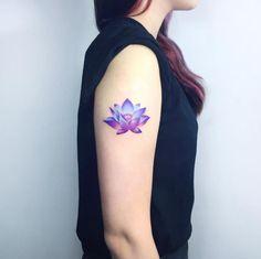 Resultado de imagen para tatuaje flor de loto con color