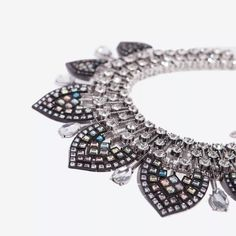 NWTSTUNNING ZARA STATEMENT NECKLACE This is a brand new Zara Necklace. It's absolutely beautiful ! Pictures do not do it justice . This is a must have ladies it's such a classy elegant and beautiful piece. I open open to offers . Thank you! Zara Jewelry
