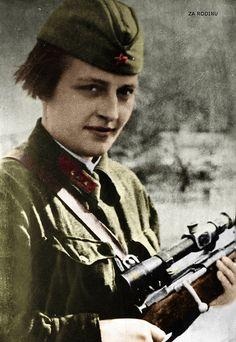 Soviet female sniper Lyudmila Pavlichenko ww2 1942