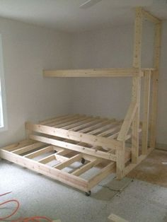 Bett - Etagenbett mit Ausziehbett - Built in bunk beds with trundle bed. Gives plenty of sleeping spaces without taking up too much room. Triple Bunk Beds, Bunk Beds Built In, Bunk Bed With Trundle, Bunk Beds With Stairs, Kids Bunk Beds, Loft Beds, Built In Beds For Kids, Queen Trundle Bed, Cheap Bunk Beds