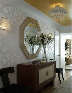 foyer - that wallpaper, gold ceiling, chairs flanking console. Love the subtle wallpaper Foyer Wallpaper, Trellis Wallpaper, Metallic Wallpaper, Geometric Wallpaper, Grey Wallpaper, Print Wallpaper, Gold Ceiling, Colored Ceiling, Yellow Ceiling