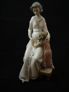 Lladro Porcelain Japanese Figurines direct from Lladro in Valencia, Spain, Free Delivery in the UK.  Please call 01732 454937 if you require any further assistance. http://lladro.thechinaman.co.uk/store/category/lladro-japanese-and-chinese-porcelain/