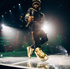 eb54b03e80ef26 Usher in his Solid Gold Air Jordan 3 PE