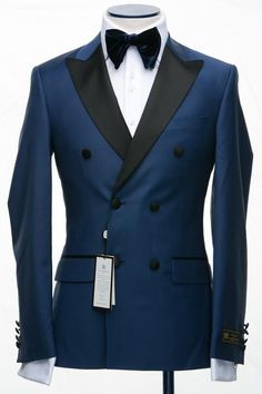 CONNAISSEUR PARIS DOUBLE BREASTED TUXEDOS COLLECTION 2017 NOTE: This suit comes with Royal Blue Wool pants same color as jacket. Black satin pants optional The Connaisseur line offers impeccable construction and a comfortable fit in a range of classic, slim and modern looks. Nothing says timeless elegance like this suit from Connaisseur Paris DESCRIPTION Royal Blue double breasted tuxedo with flat front pants, same color as jacket.Jacket with shawl lapel and four button cuffDual…