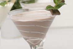 Delicious delights happen when chocolate and alcohol meet. Explore these dessert cocktail recipes made with chocolate liqueur, vodka, and more. Sweet Cocktails, Cocktail Desserts, Cocktail Drinks, Cocktail Recipes, Fall Drinks, Holiday Cocktails, Chocolate Cocktails, Chocolate Liqueur, Drinks Alcohol Recipes