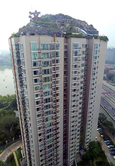 Professor Builds Illegal Mountain Villa Atop 26-Story Building in Beijing/ Bored Panda