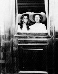 1912 Olga and Maria
