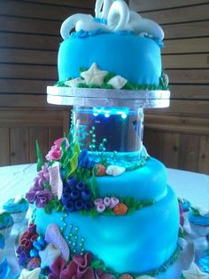 Aquarium Ocean Seashells Coral Reef - Wedding Cake _ Coral reef made with gumpaste. Mm fondant covered cake with Fish Aquarium between layers. Crazy Cakes, Fancy Cakes, Crazy Birthday Cakes, 9th Birthday, Cake Birthday, Birthday Ideas, Unique Cakes, Creative Cakes, Beautiful Cakes