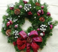 Great tips and creative ideas - make your own wreath this Christmas!