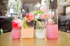 DIY: Pretty Painted Glass Centerpieces Spring weddings should be easy to enjoy with pretty flowers taking center stage. These painted glass vases will give your tables a subtle design edge with even. Glass Centerpieces, Simple Centerpieces, Centerpiece Ideas, Painted Glass Vases, Glass Jars, Painted Bottles, Mason Jars, Painted Cups, Wine Glass
