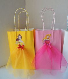 Elevate your Disney Princess party with these very cute and artsy birthday favor bags! Bag is made of paper, decorated with princess images and