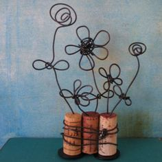 "wire flowers and cork ""vases"" Wine Craft, Wine Cork Crafts, Wine Bottle Crafts, Wine Cork Projects, Craft Projects, Projects To Try, Diy And Crafts, Crafts For Kids, Arts And Crafts"