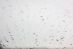 Fenster mit Regentropfen