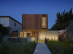 Completed in 2013 in Santa Monica, United States. Images by Benny Chan. The design of this 5,600 square foot single family home in Santa Monica was rooted in a keen awareness of site and landscape and a dedication to...