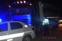 TIR plin cu gunoaie menajere depistat de Poliția Locală Titu la intrarea de la Groapa de Gunoi Vehicles, Car, Automobile, Autos, Cars, Vehicle, Tools