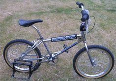 old diamondback bmx bikes Bmx Racing, Racing Team, Skyway Bmx, Diamondback Bmx, Vintage Bmx Bikes, Bmx Cruiser, Push Bikes, Bmx Freestyle, Bicycles