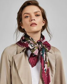 Discover a range of scarves from Ted Baker. From printed capes, floral skinny ties to shawls and faux fur scarves. Ways To Wear A Scarf, How To Wear Scarves, Silk Neck Scarf, Ted Baker Accessories, Ralph Lauren Style, Green Silk, Neck Scarves, Scarf Styles, Diamond