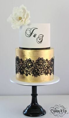 Lace cake by Caking It Up‎