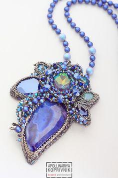 Beeds works Beaded Jewelry Designs, Seed Bead Jewelry, Necklace Designs, Pendant Jewelry, Beaded Brooch, Beaded Necklace, Bronze Jewelry, Bead Embroidery Jewelry, Girls Jewelry