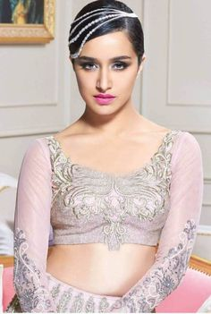 Stunning Shraddha Kapoor Photoshoot for Hi Blitz Magazine August 2015 issue. She looks versatile and pose like a royal princess in this photoshoot. Have a look. Bollywood Girls, Bollywood Celebrities, Bollywood Actress, Bollywood Fashion, Shraddha Kapoor Cute, Bollywood Designer Sarees, Sraddha Kapoor, Indian Beauty Saree, Indian Models