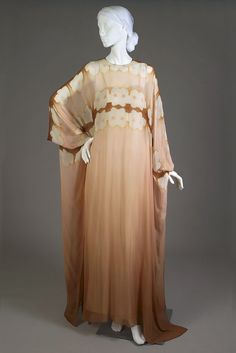 - Caftan of ombré silk chiffon dyed with a clamp resist technique by Halston Antique Clothing, Historical Clothing, Edwardian Era Fashion, Vintage Outfits, Vintage Fashion, Vintage Style, 1970s Dresses, Beautiful Outfits, Beautiful Clothes