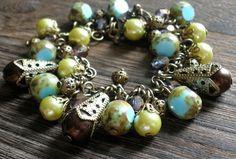 Náramok v starobylom nádychu.  Vyrobené sú z korálok s travertínovym (kameninovým) povrchom, mohutnými filigránovými kornútkami s čokoládovo-hnedými perlami, žltkastých perlí s jemnejšími filigránovými kaplíkmi a guľkami.     Možnosť zakúpiť aj náušničky z rovnakého materiálu! Beaded Bracelets, Antiques, Jewelry, Antiquities, Antique, Jewlery, Jewerly, Pearl Bracelets, Schmuck