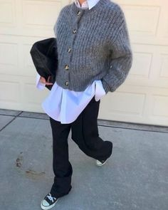 Crush filispina insta polienne insta crush filis_pina polienne insta crush filis_pina polienne shopping for the vintage shoes Fashion Moda, Look Fashion, Girl Fashion, Winter Fashion, Fashion Outfits, Womens Fashion, Trendy Fashion, Fashion Trends, Mode Outfits