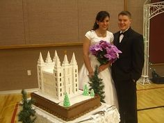 Now that is a wedding cake!!!!  If I ever get lucky enough to get married THIS is the cake I want