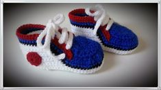 Crocheted baby boy slippers Size: 0 – 6 months      Length: 11,5 cm      Material: acrylic fibers