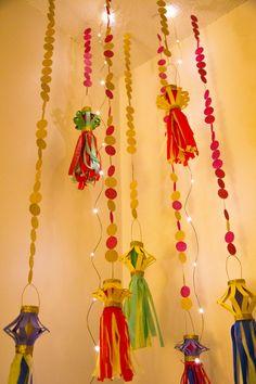 DIY kandeel ,paper lanterns, for Diwali. Diwali Craft, Diwali Diy, Happy Diwali, Diwali Games, Diwali Activities, Ramadan Crafts, Diy Diwali Decorations, Party Decoration, Paper Decorations