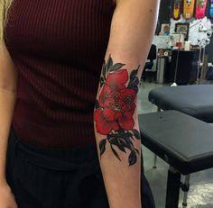 "Ticopolotatuado- Ticopolotatuado wainktattoo: "" by our guest artist Yuuz (at WA Ink Tattoo) "" - Wrist Tattoo Cover Up, Cover Up Tattoos, Arm Tattoo, Sleeve Tattoos, Tattoo You, Tattoo Pics, Red Flower Tattoos, Flower Tattoo Designs, Piercings"