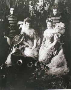 Anastasia ( left ) with GD Maria Pavlovna the Elder