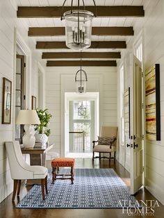 House Tour: Blue Ridge Mountains Beauty - Design Chic Design Chic Source by tolhse design Home Architecture Styles, Malbaie, Estilo Colonial, Entry Way Design, Hallway Lighting, Entry Way Lights, Atlanta Homes, Building A New Home, Entry Hall