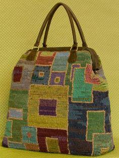 images about Rug Hooking Crochet Handbags, Crochet Purses, Crochet Bags, Carpet Bag, Patchwork Bags, Fabric Bags, Knitted Bags, Schmuck Design, Rug Hooking