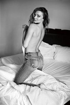 【ELLEgirl】【UPDATE】ミランダ・カー、「7 For All Mankind」の広告でトップレスに!|エル・ガール・オンライン