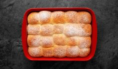 Honzovy buchty jsou naprostou klasikou české kuchyně. Existuje vůbec někdo, kdo by je nemiloval? Chcete-li zdokonalit svůj kuchařský um a naučit se buchty nadýchané jako obláček, podívejte se na recept pana Cuketky. Hot Dog Buns, Hot Dogs, Vegan Baking, Panama, Food And Drink, Bread, Cookies, Breakfast, Recipes