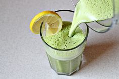 Super Detox Smoothie by zoomyummy: Pineapple juice, lemon juice, a handful of spinach and 1/4tsp grated ginger. #Smoothie #Detox #Pineapple_Juice #Lemon_Juice #Spinach #Ginger #zooomyummy..... I need to try this