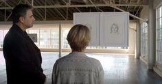 Er zeichnet eine Frau zwei Mal. Das zweite Bild r�hrt sie zu Tr�nen