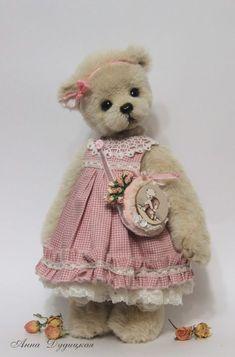 This sweet teddy bear is Rosy. Vintage Teddy Bears, My Teddy Bear, Cute Teddy Bears, Stuffed Animals, Teddy Beer, Teddy Bear Pictures, Teddy Bear Clothes, Boyds Bears, Bear Doll
