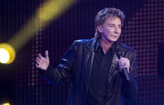 Barry Manilow delights thousands of fans in WIchita last night doing what he does oh so well!
