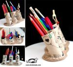 DIY pencil & crayon holder, from toilet rolls and card. Toilet Paper Roll Crafts, Cardboard Crafts, Recycled Crafts, Diy And Crafts, Diy For Kids, Crafts For Kids, Crayon Holder, Pencil Holders, Non Toy Gifts