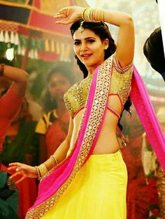 Hot and sexy Bollywood south movies tempting Indian famous tv show host and anchor model actress unseen Samantha Ruth Prabhu cute beautiful. Samantha In Saree, Samantha Ruth, South Indian Actress, Beautiful Indian Actress, Beautiful Ladies, Samantha Images, Sari, Saree Blouse, Bollywood Girls