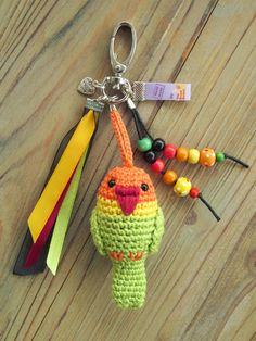 Tamigurumi: Bag charm lovebird (free Dutch pattern)