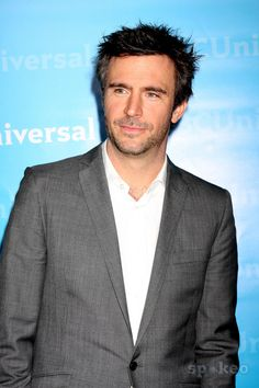 Jack Davenport, the accent and the scruff <3