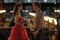 The Parisian train station moment that made us believe in love again. SWOON