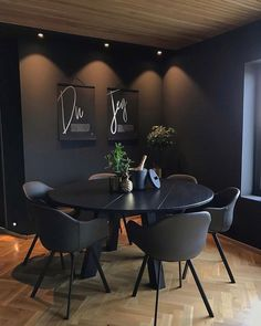 Dark Homes, black interior design decoration with light as the axis. - Page 41 of 54 - Life Tillage Black Interior Design, Contemporary Interior, Interior Design Living Room, Interior Designing, Elegant Homes, Decoration, Sweet Home, House, Beautiful