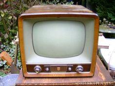 Deze tv stond bij mijn opa en oma..